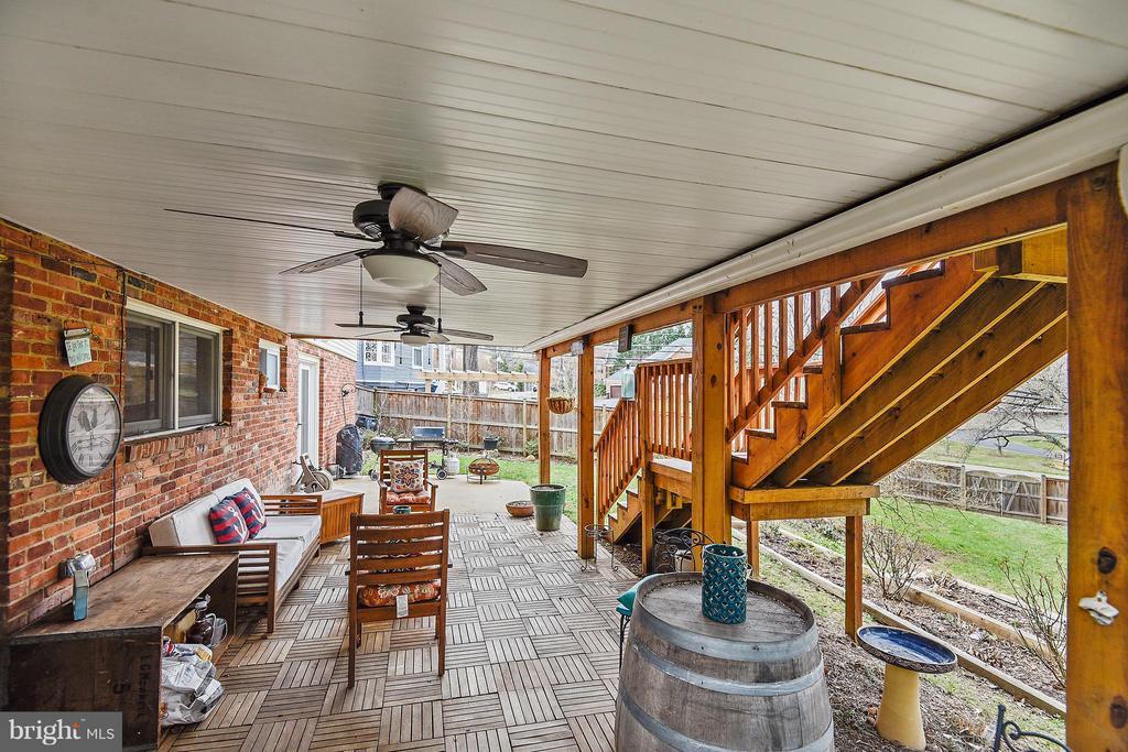 Outdoor living rain/shine due to  sealed deck - 2610 MARCEY RD, ARLINGTON