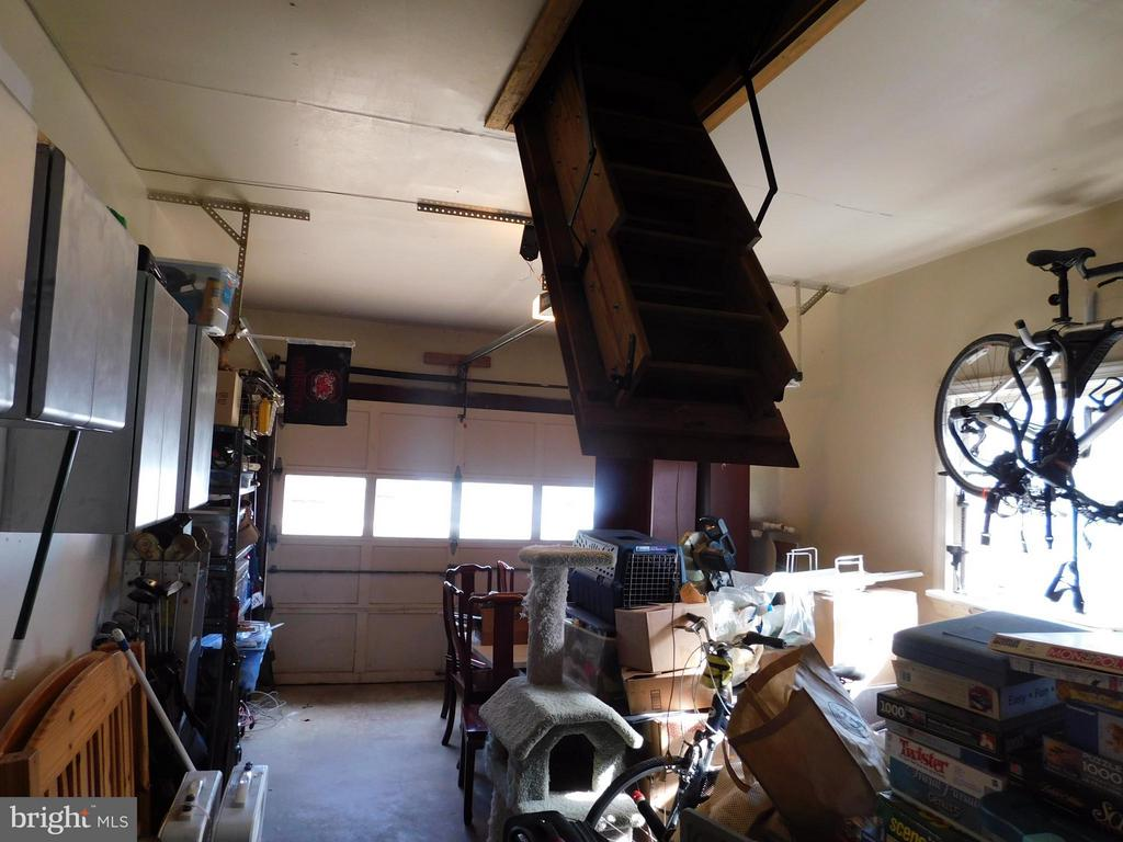 Extended garage with extra storage - 2610 MARCEY RD, ARLINGTON
