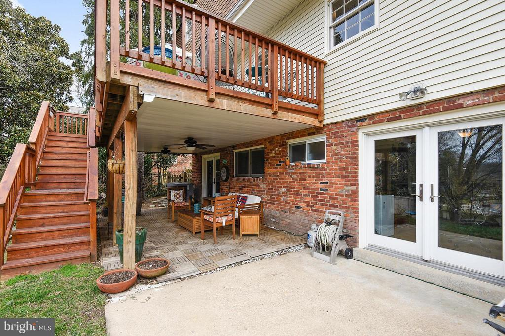 Walk out from family rm and guest suite - 2610 MARCEY RD, ARLINGTON
