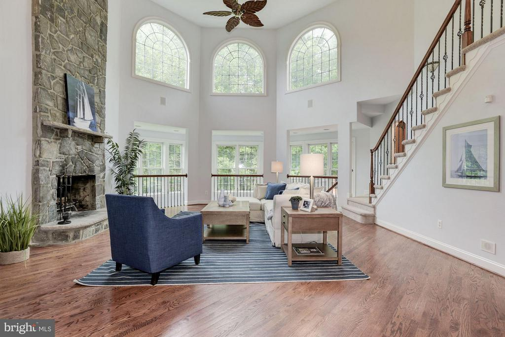 Family room bathed in light from Palladian Windows - 1211 RESTON AVE, HERNDON