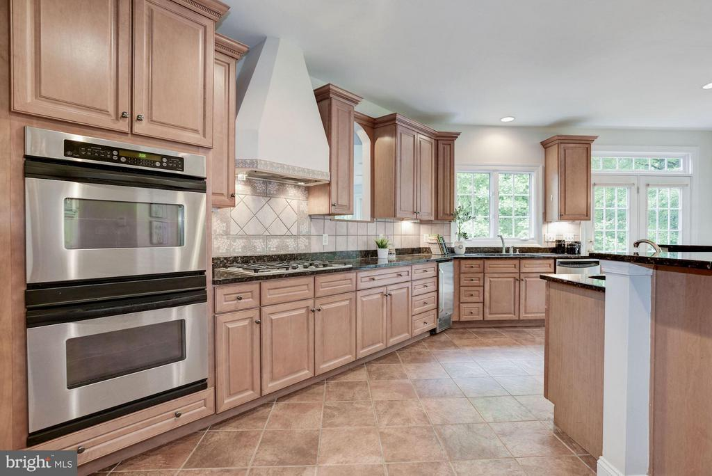 Gourmet Kitchen w/ SS Appliances & Granite. - 1211 RESTON AVE, HERNDON