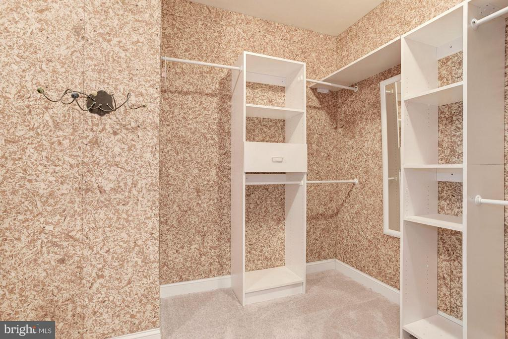 Master Suite with  2 Cedar Walk-in closets. - 1211 RESTON AVE, HERNDON