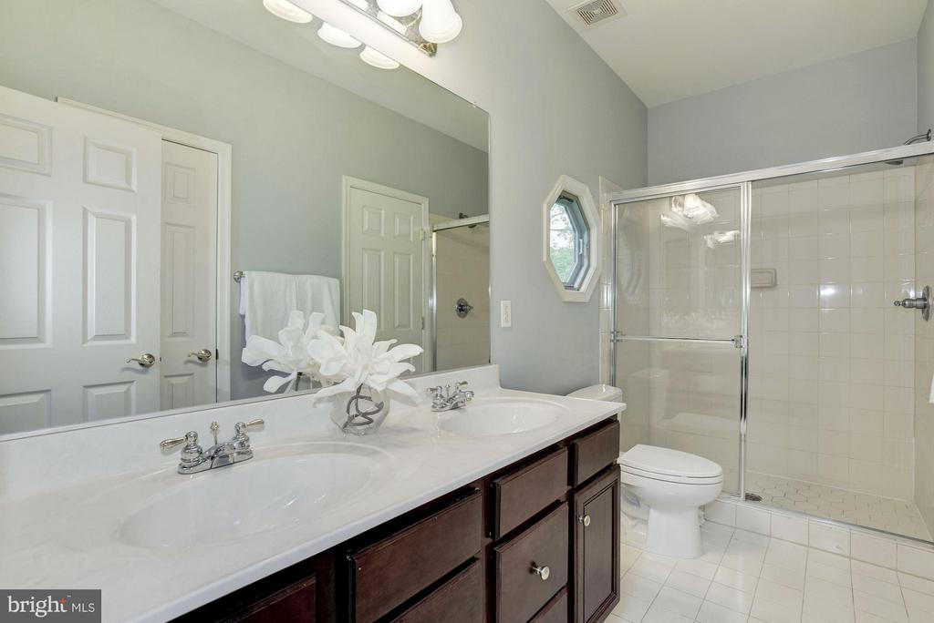 Upper Level Full Buddy Bath w/ separate shower. - 1211 RESTON AVE, HERNDON