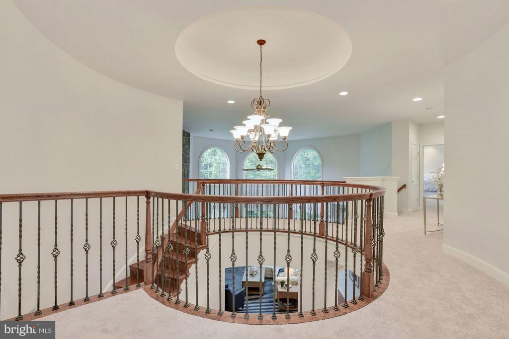 Impressive Upper Level w/ Circular Tray Ceiling. - 1211 RESTON AVE, HERNDON
