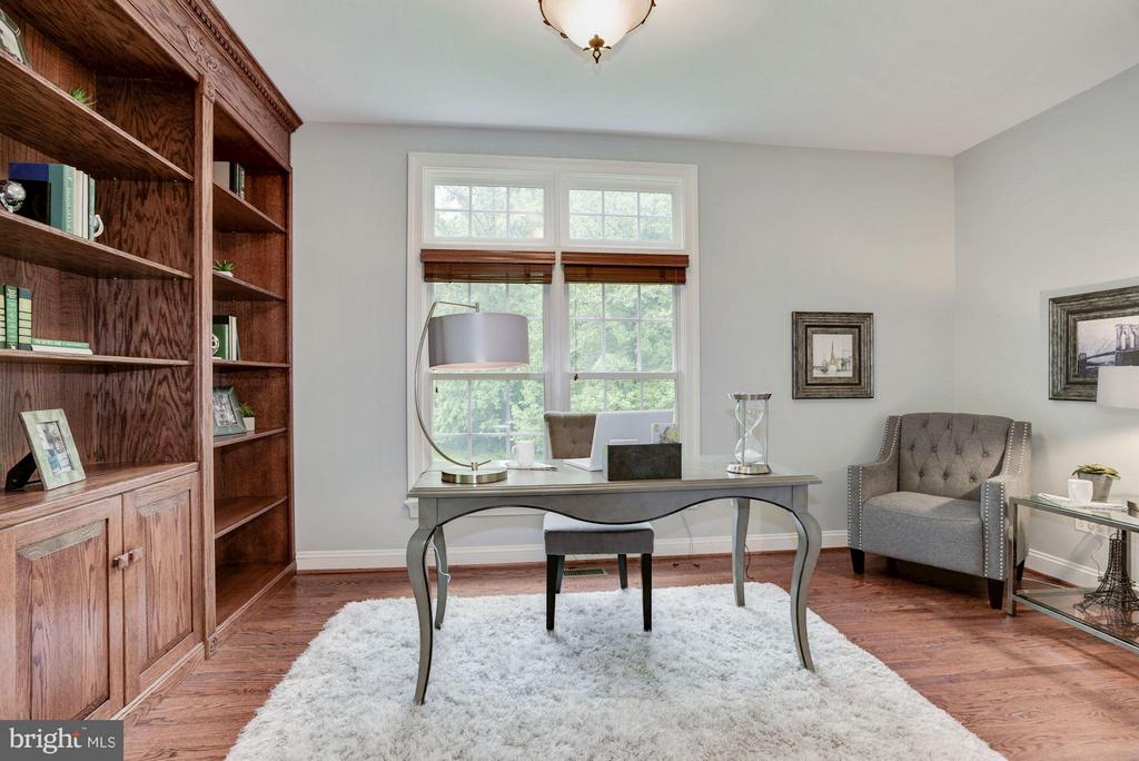 Den/Study/Office with view to lush grounds. - 1211 RESTON AVE, HERNDON