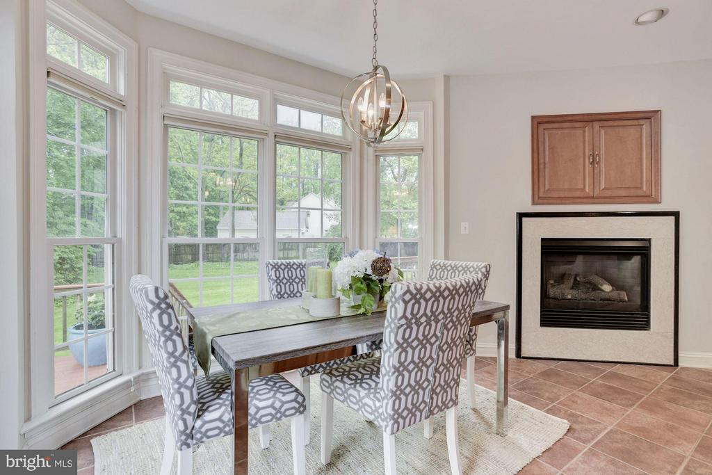 Sunny Breakfast room w/ gas fireplace - 1211 RESTON AVE, HERNDON