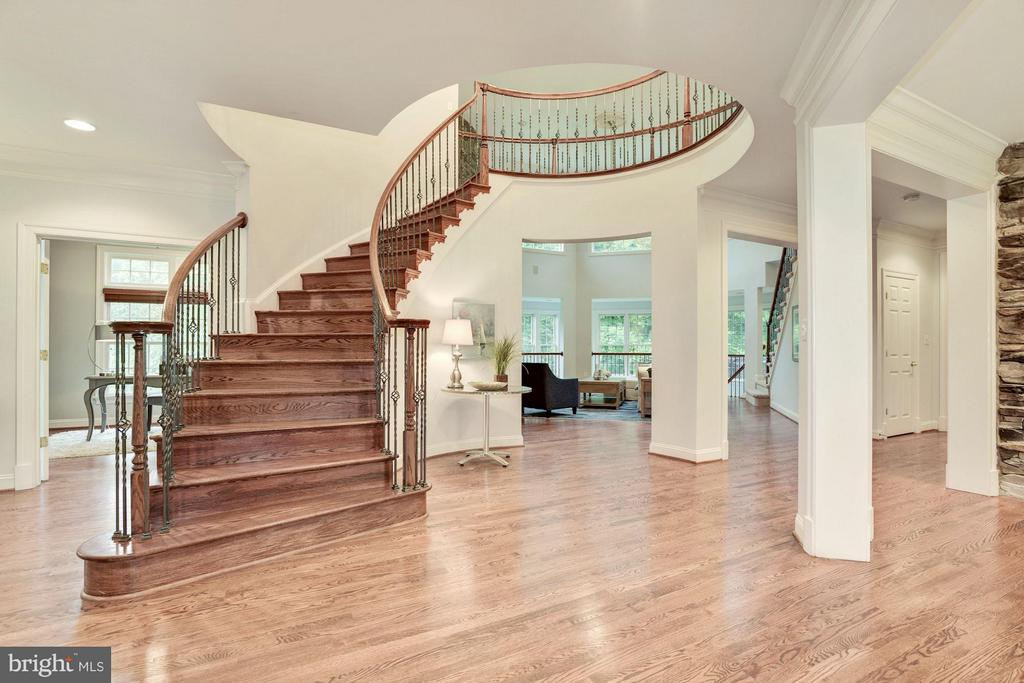 Grand 2 Story Foyer with Circular Staircase. - 1211 RESTON AVE, HERNDON