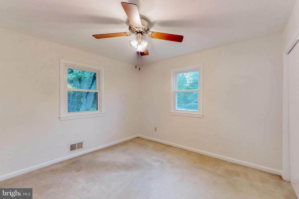 Bedroom in the rear corner with fan - 3033 CRANE DR, FALLS CHURCH