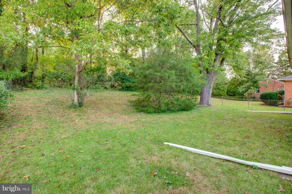 Another back yard view - 3033 CRANE DR, FALLS CHURCH
