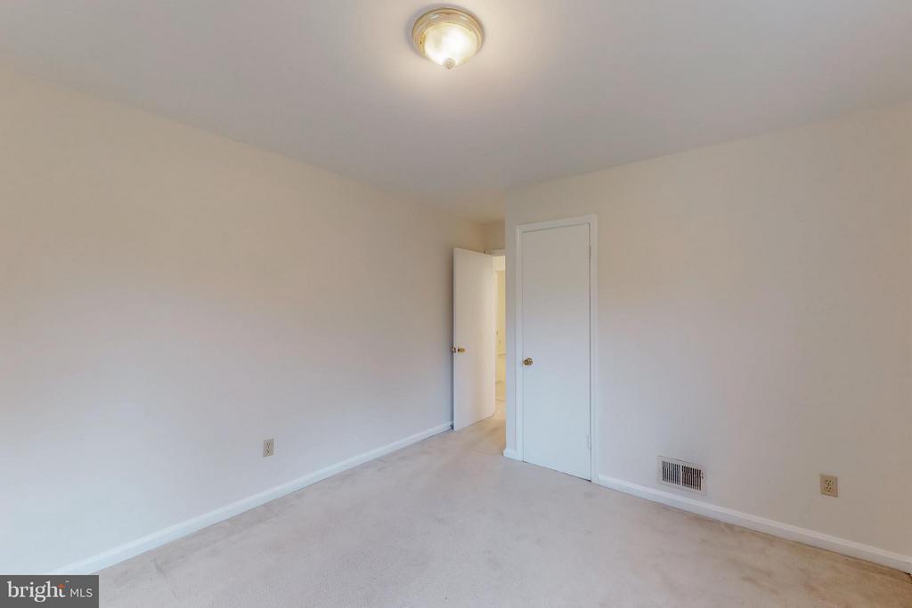 Master bedroom with closet door - 3033 CRANE DR, FALLS CHURCH
