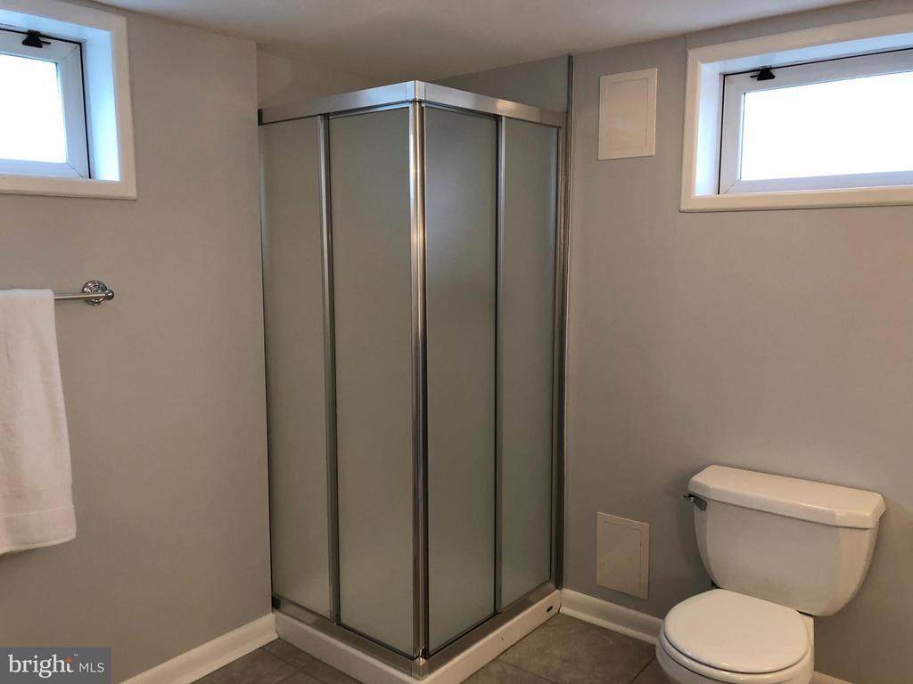 Full bath with shower - 3033 CRANE DR, FALLS CHURCH