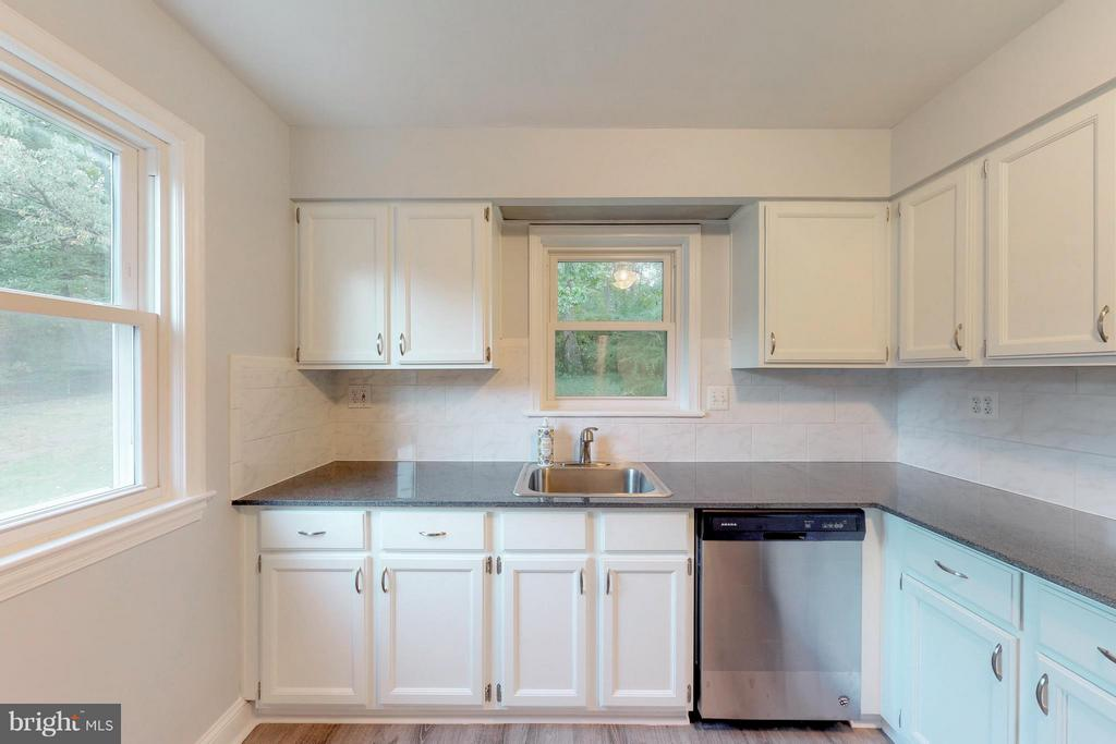 Updated Kitchen with Granite countertops - 3033 CRANE DR, FALLS CHURCH