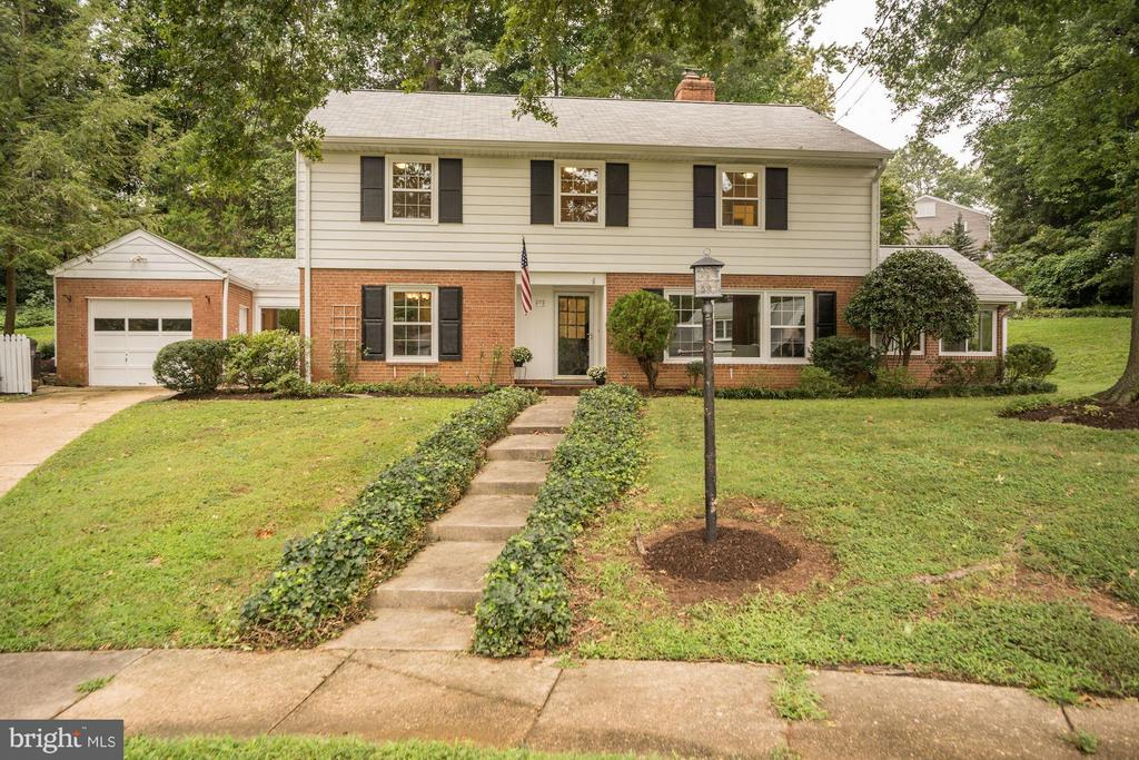 827  ELAINE COURT 22308 - One of Alexandria Homes for Sale