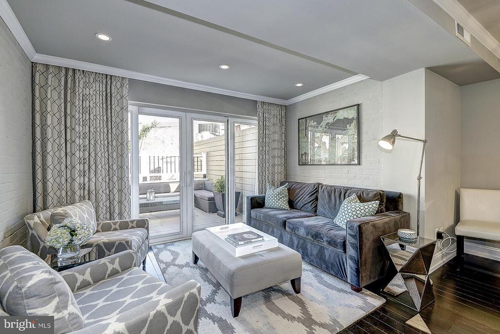 Unit 3 Living Room - 418 SEWARD SQ SE, WASHINGTON