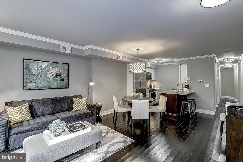 Unit 4 Living Room - 418 SEWARD SQ SE, WASHINGTON