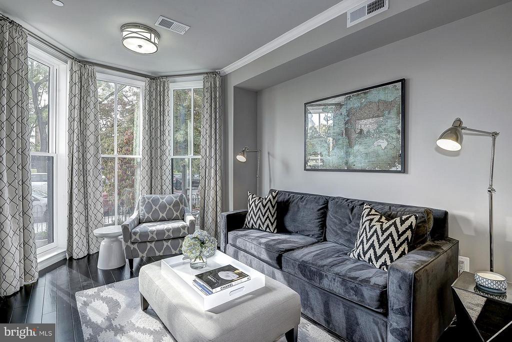 Unit 1 Living Room - 418 SEWARD SQ SE, WASHINGTON
