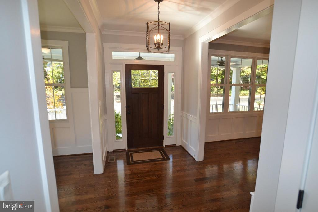 LARGE ENTRY FOYER,HARDWOODS,9 FOOT CEILINGS - 206 MARSHALL ST, FALLS CHURCH