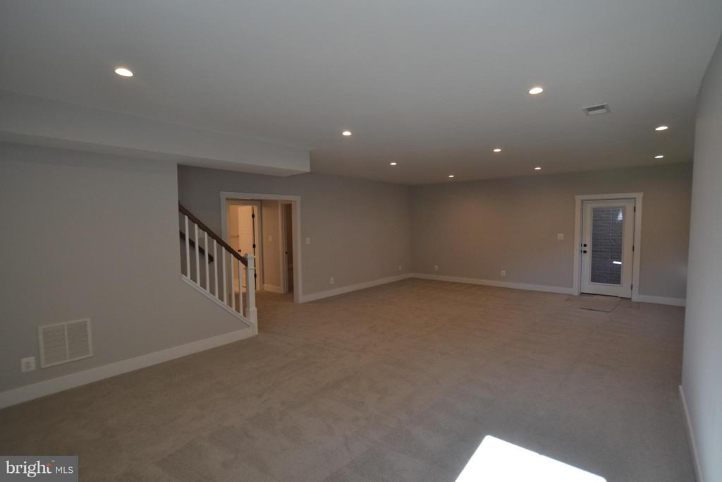 ENJOY SO MUCH SPACE! - 206 MARSHALL ST, FALLS CHURCH