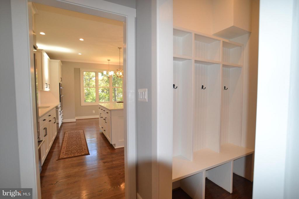 MUD ROOM - 206 MARSHALL ST, FALLS CHURCH