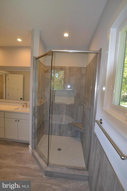 LARGE SHOWER,BENCH - 206 MARSHALL ST, FALLS CHURCH