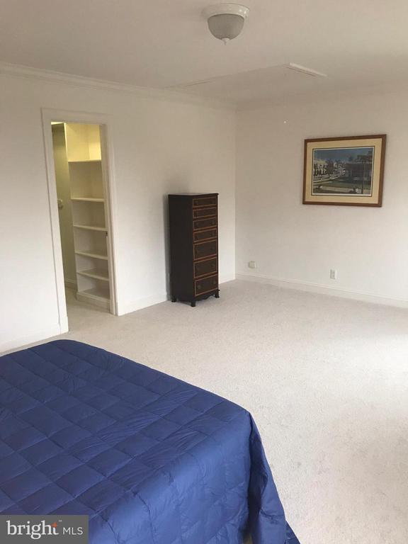 Bedroom#4 with walk-in closet en suite. - 6040 EDGEWOOD TER, ALEXANDRIA