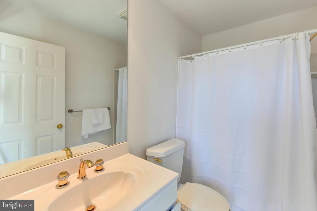 Bedroom#3 ensuite Bath - 6040 EDGEWOOD TER, ALEXANDRIA