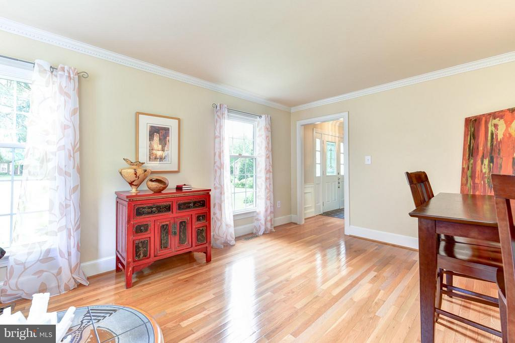 Another view of gleaming hardwoods - 9350 MOUNT VERNON CIR, ALEXANDRIA