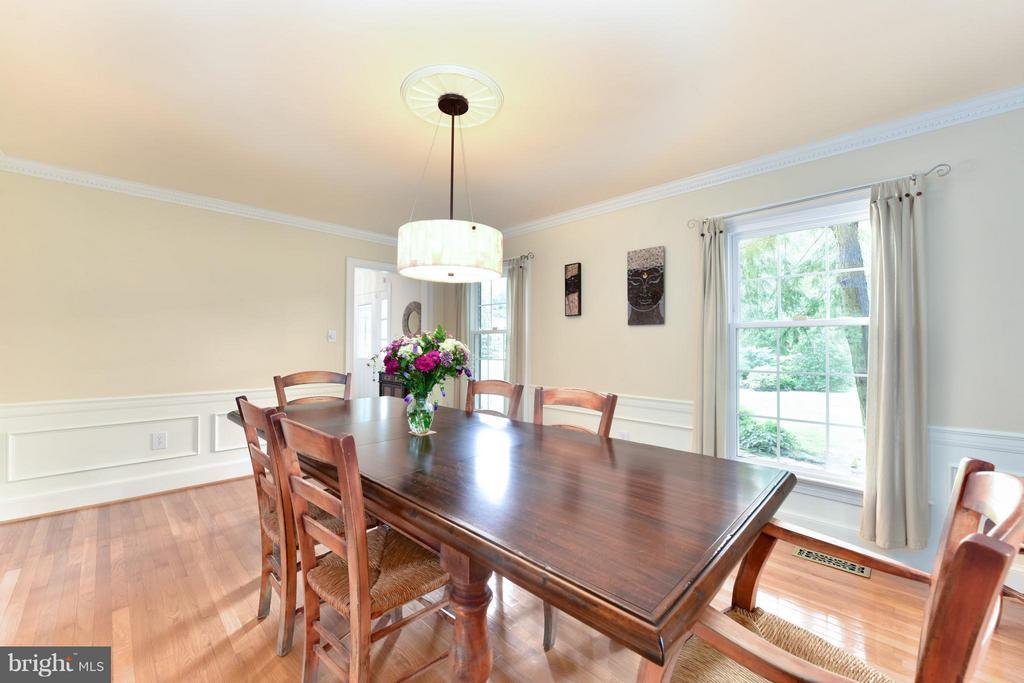 Dining Room- another view - 9350 MOUNT VERNON CIR, ALEXANDRIA