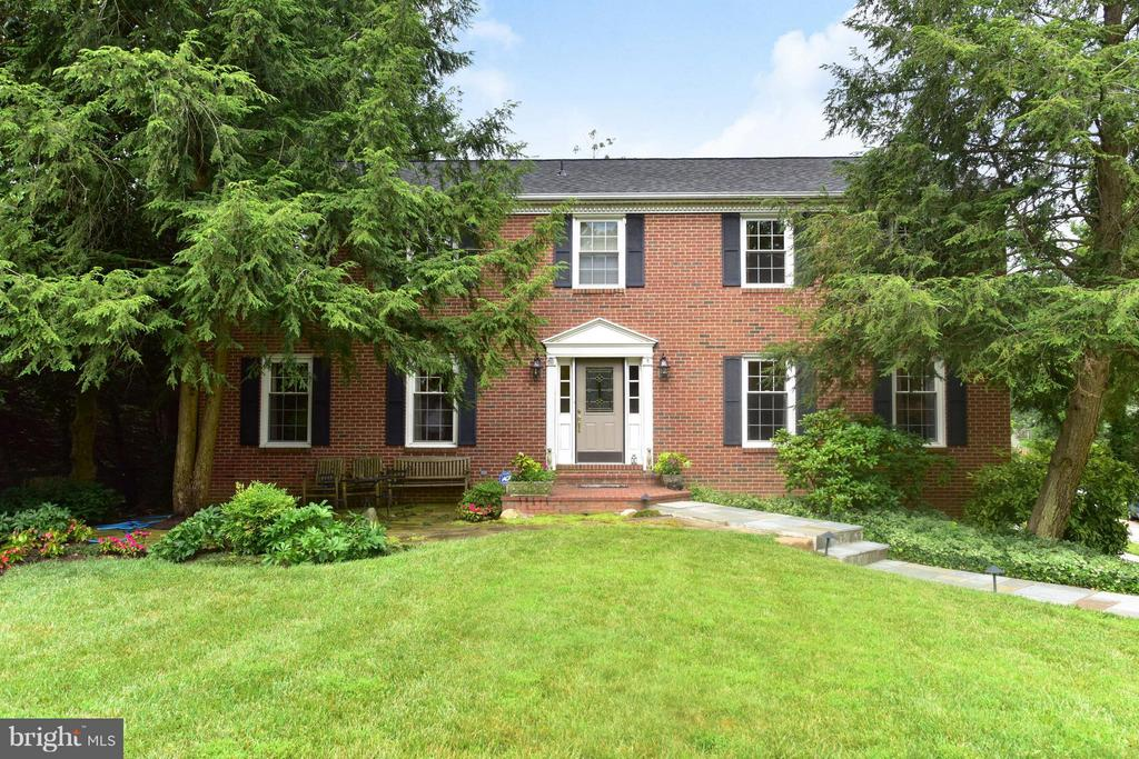 Spacious Colonial in coveted neighborhood - 9350 MOUNT VERNON CIR, ALEXANDRIA