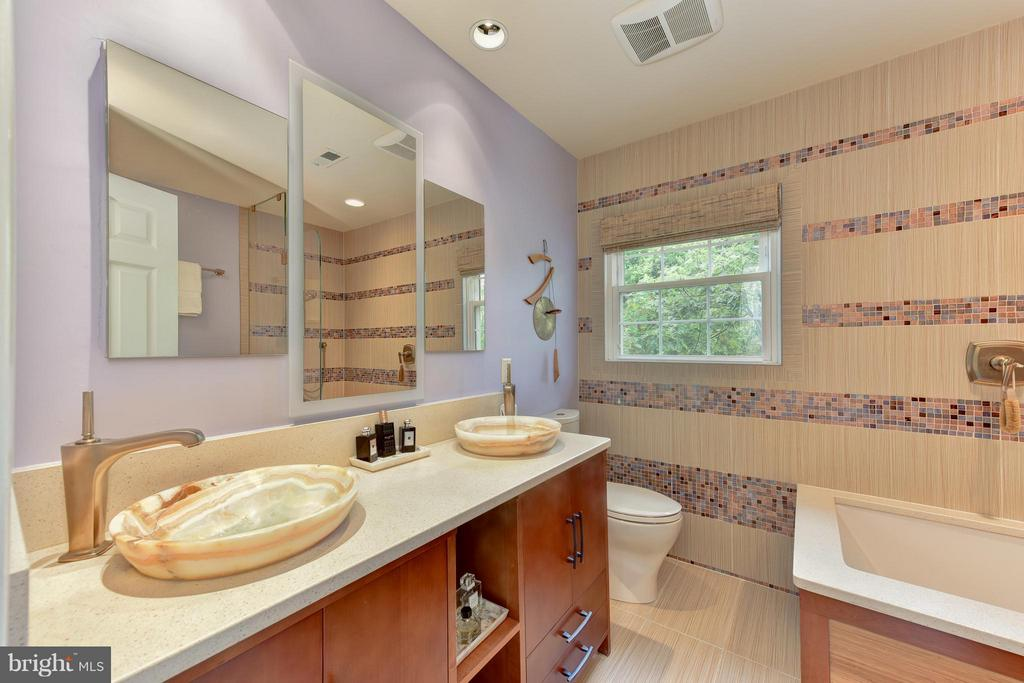 Upper Level Bath# 2- with heated floors - 9350 MOUNT VERNON CIR, ALEXANDRIA