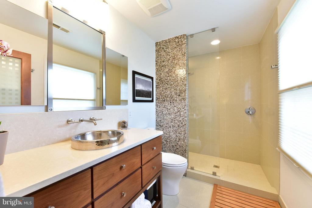 Luxury bath with heated floors - 9350 MOUNT VERNON CIR, ALEXANDRIA