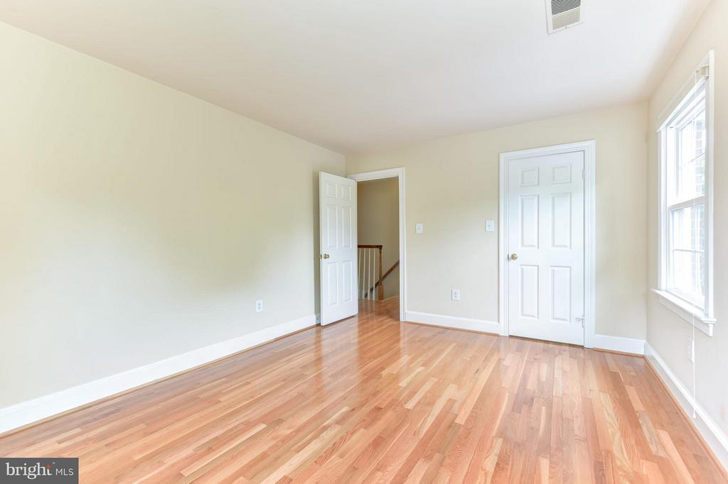 Bedroom# 4- hardwoods on main and upper level - 9350 MOUNT VERNON CIR, ALEXANDRIA