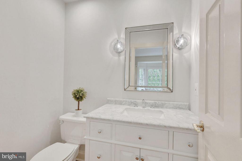 New Powder Room - 1125 BROOK VALLEY LN, MCLEAN