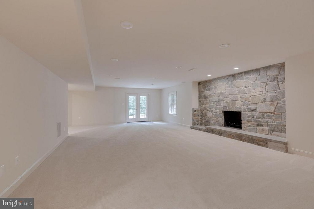 Family Room w/ Wood Burning Fireplace and Walkout - 1125 BROOK VALLEY LN, MCLEAN