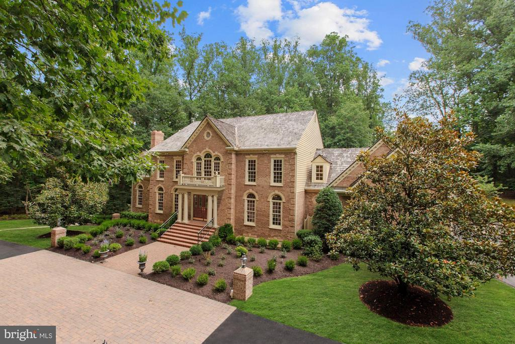 Gorgeous Renovation with $100K+ in Improvements - 1125 BROOK VALLEY LN, MCLEAN