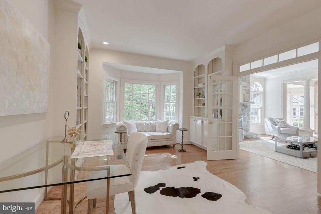 Study with Built-In Bookshelves - 1125 BROOK VALLEY LN, MCLEAN