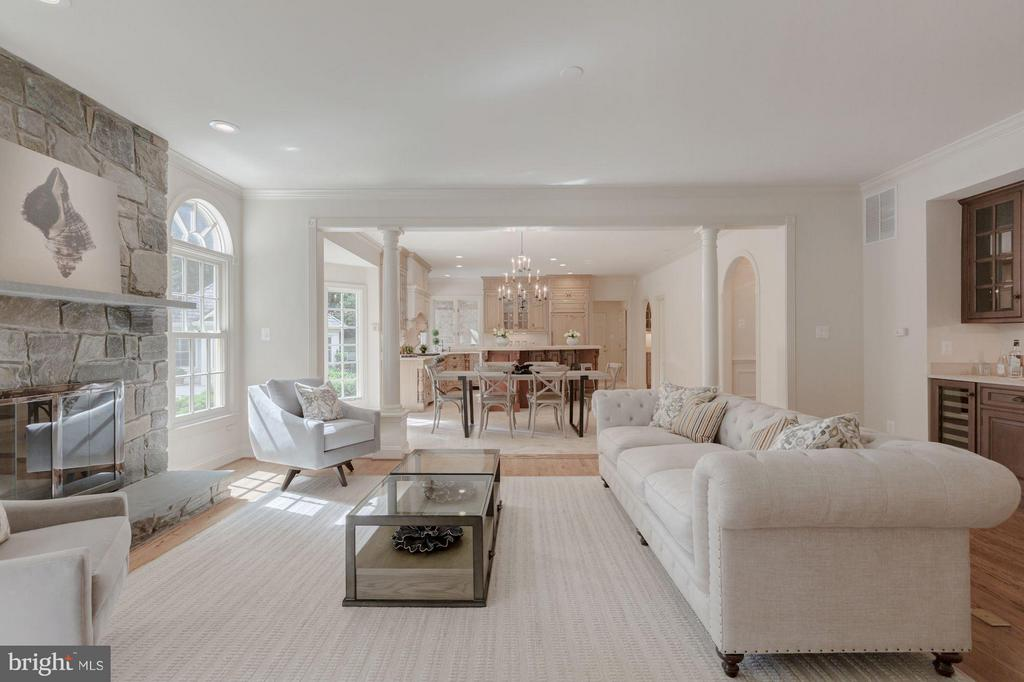 Family Room Open to Gourmet Kitchen - 1125 BROOK VALLEY LN, MCLEAN