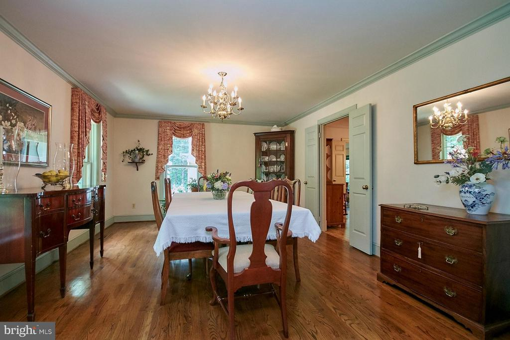 Huge dining room ready to entertain! - 10810 HUNTER STATION RD, VIENNA