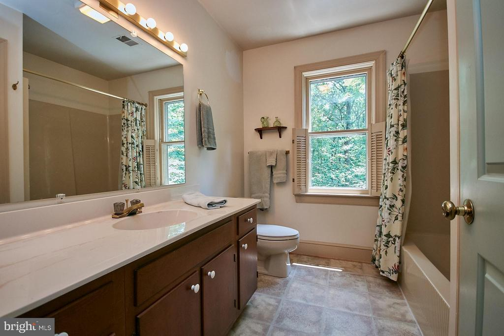 Full Bathroom with shower/tub combo - 10810 HUNTER STATION RD, VIENNA