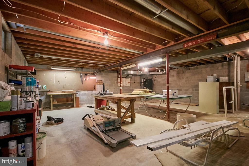Space for work shop, or it can be finished - 10810 HUNTER STATION RD, VIENNA