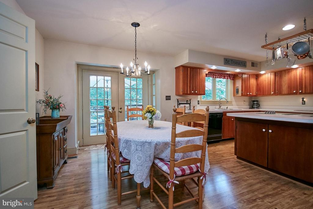 Perfect place to gather with family! - 10810 HUNTER STATION RD, VIENNA