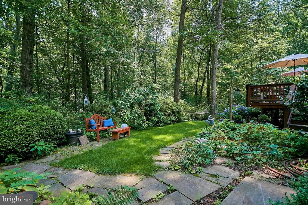 Relax near the garden with a good book! - 10810 HUNTER STATION RD, VIENNA