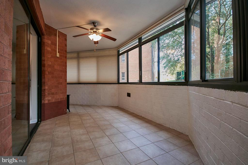 Sunroom - could be great exercise room - 1001 VERMONT ST #101, ARLINGTON