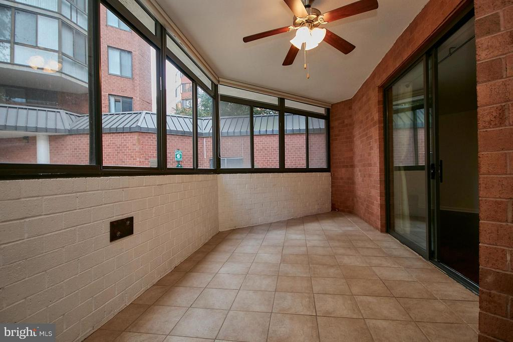 Sunroom - large enough for an office - 1001 VERMONT ST #101, ARLINGTON