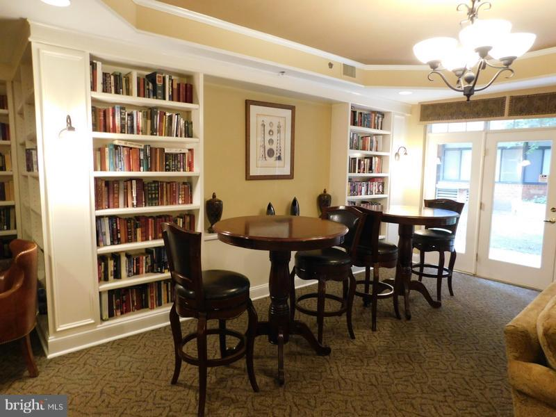 Resident Loungey - 1001 VERMONT ST #101, ARLINGTON