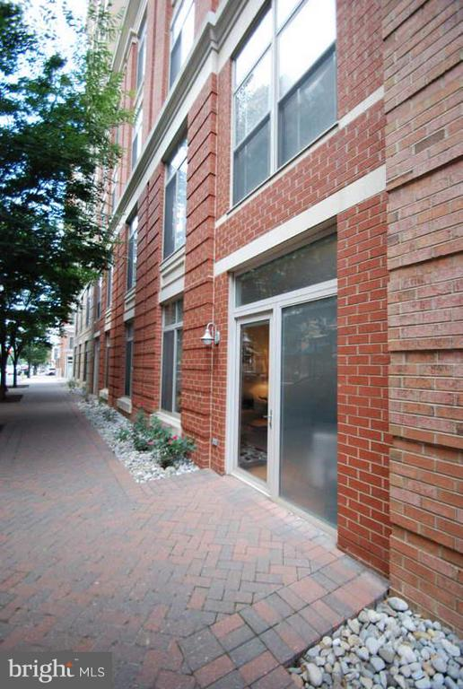 Private entrance form the street - 1201 GARFIELD ST #107, ARLINGTON