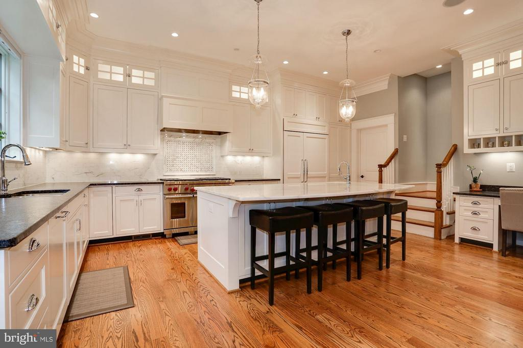 STUNNING EAT-IN KITCHEN - 5708 LITTLE FALLS RD N, ARLINGTON