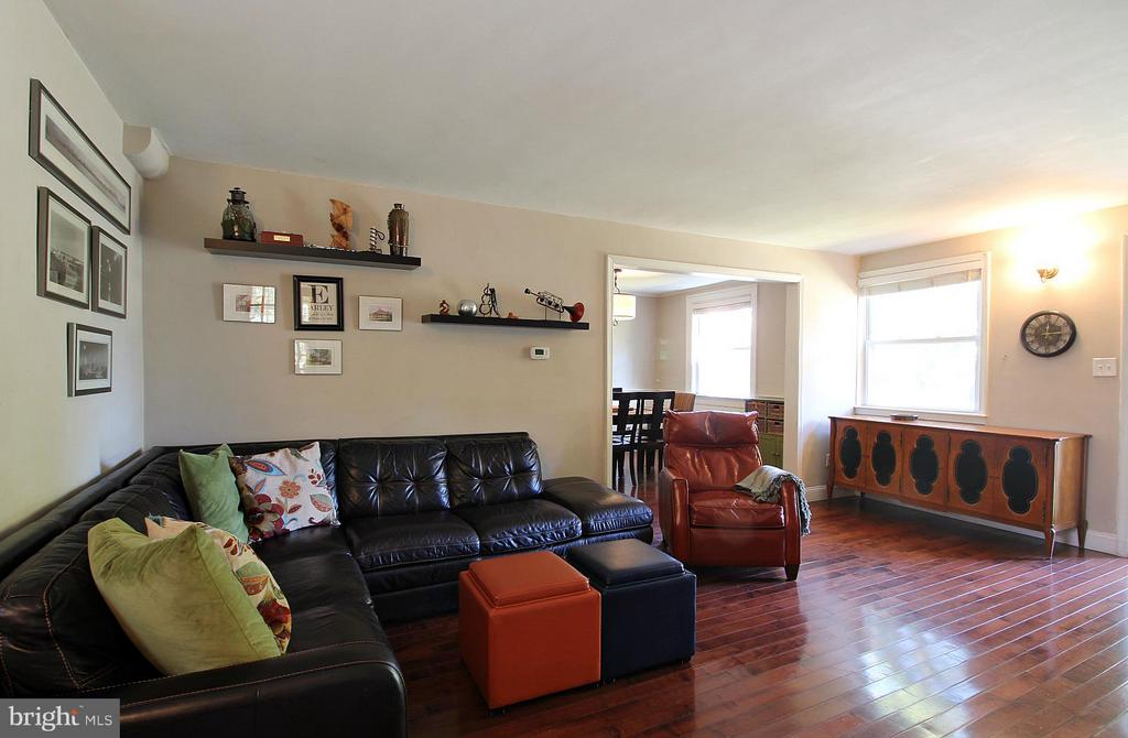 Cheerful and light! - 200 N CLEVELAND ST, ARLINGTON