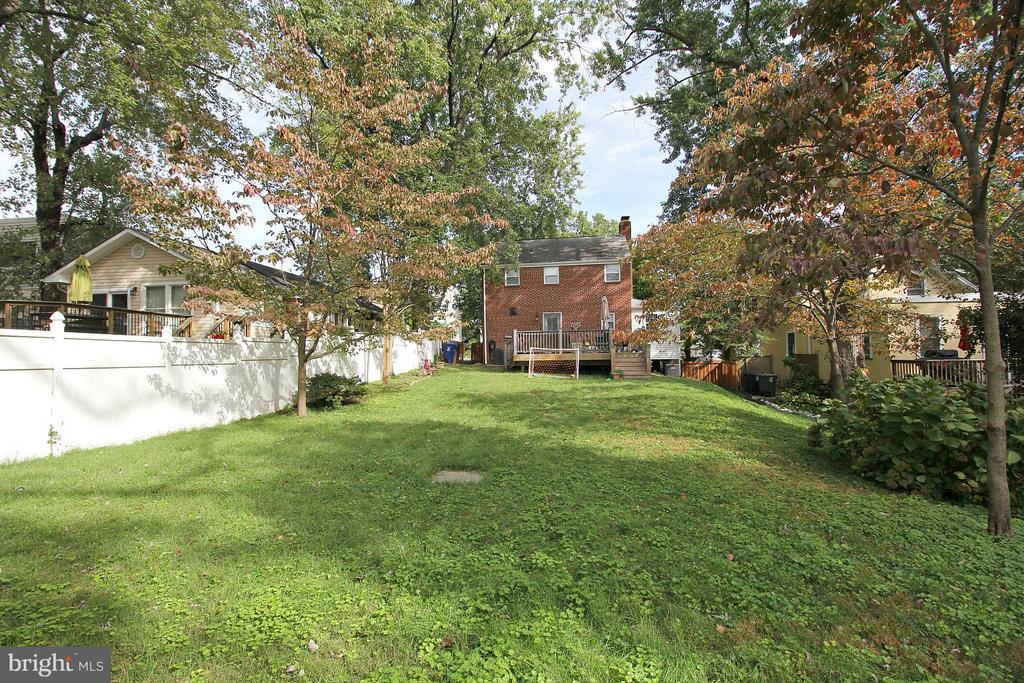 Spacious backing up to Arlington Parkland! - 200 N CLEVELAND ST, ARLINGTON