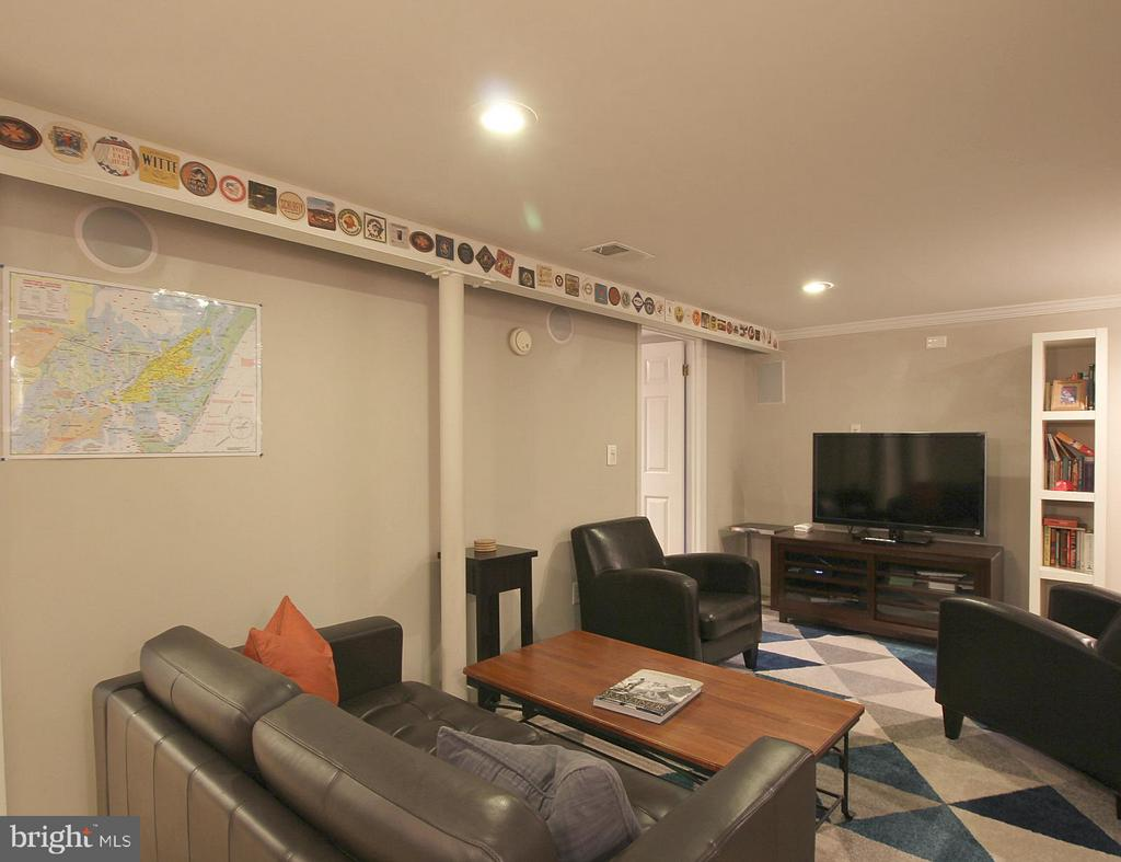 Finished lower level with recessed lighting! - 200 N CLEVELAND ST, ARLINGTON